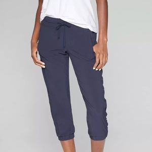 Athleta La Viva Capri Jogger Pants Navy Blue sz 6